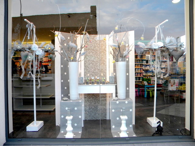 D coration de vitrine d une pharmacie dainville 62 for Decoration porte pour noel